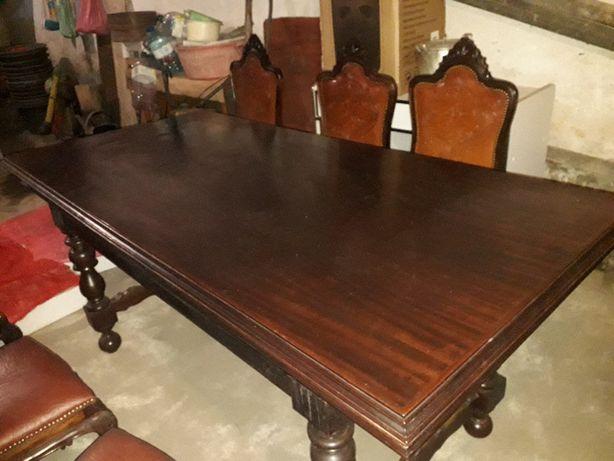 Mesa e 6 cadeiras de sala de jantar