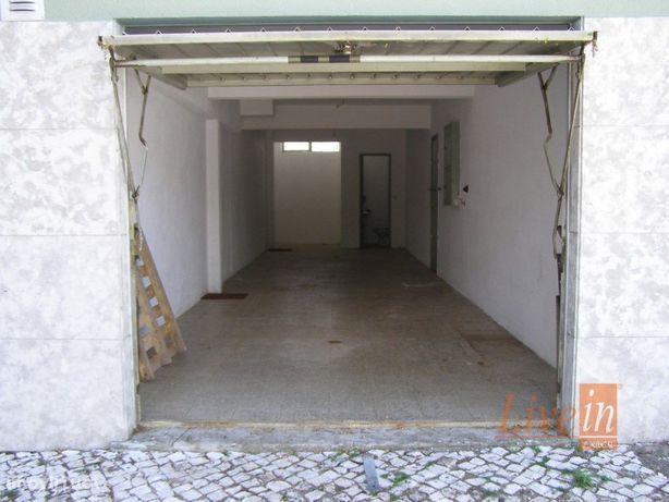 Garagem com 50m2 em Linda A Velha