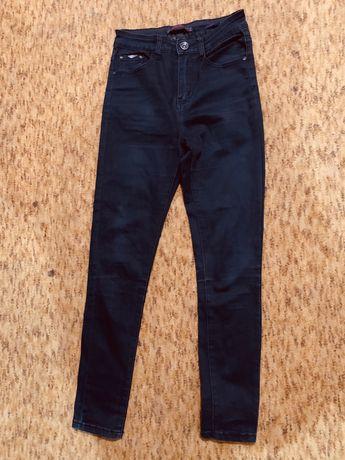 Джинсы скинни черные , фирмы cudi jeans