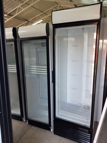 Холодильна вітрина.