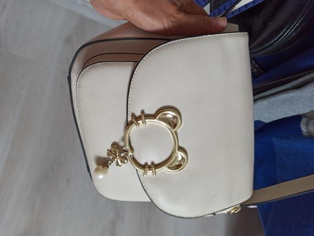Женская сумочка, в отличном состоянии!!