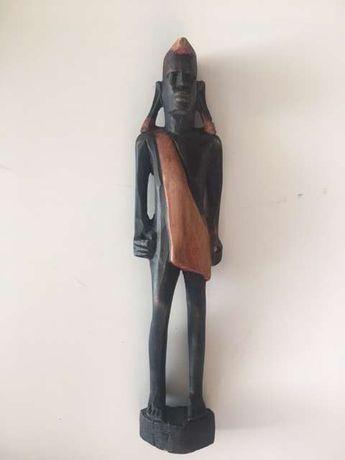 Estatua pau preto