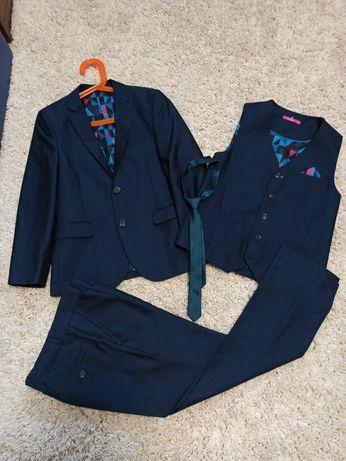 Шикарный костюм next тройка + галстук
