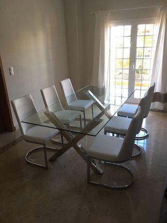 Mesa de sala de jantar e cadeiras