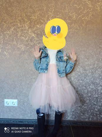 Платье и джинсовая куртка