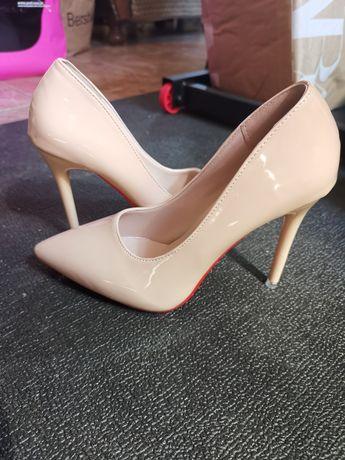 Sapatos novos N38
