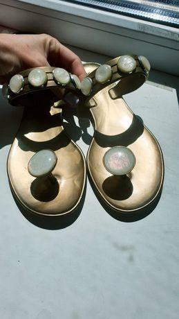 Резиновые шлепанцы сланцы 37 с камнями фирменные