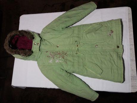 Детская зимняя куртка на меху в хорошем состоянии для девочки 4-6 лет