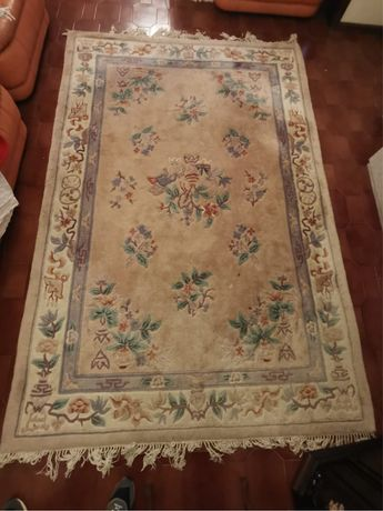 Carpete pequena com motivos florais