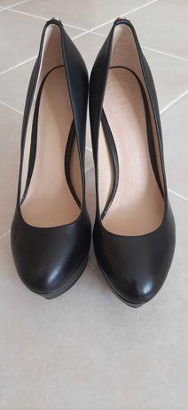 Sapatos GUESS tamanho 38