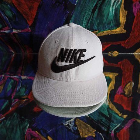 Белая бейсболка Nike кепка
