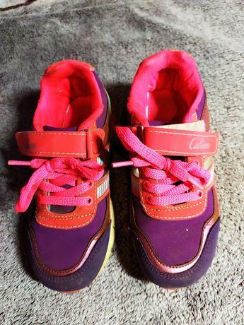 Кроссовки на девочку 7-8 лет