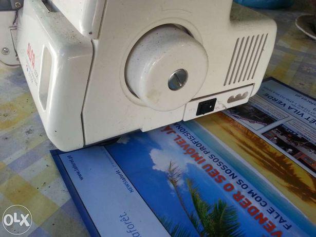 Máquina de corte e coze doméstica ALFA