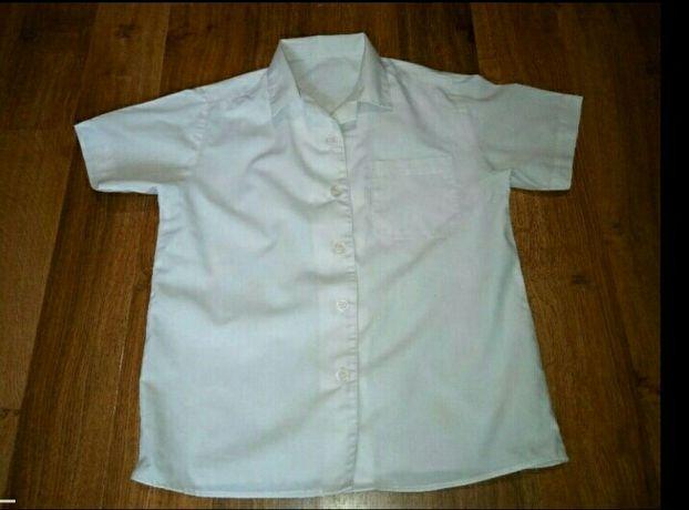Белая школьная рубашка с коротким рукавом на мальчика 1-2 класса