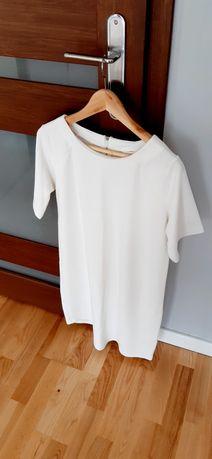 Biała sukienka oversize