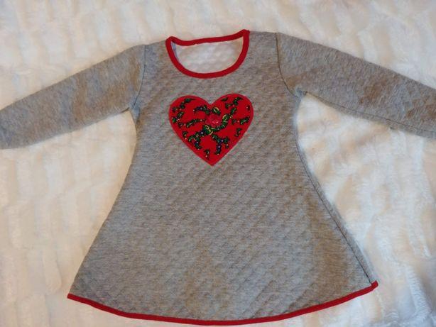 Sukienka dresowa z aplikacją serce 92