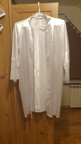 Biały szlafrok satynowy ślubny z koronką