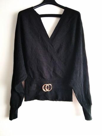 Czarny sweterek nietoperz