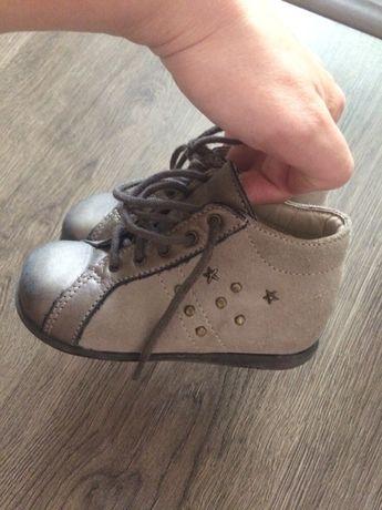 Ботинки замшевые 23 размер