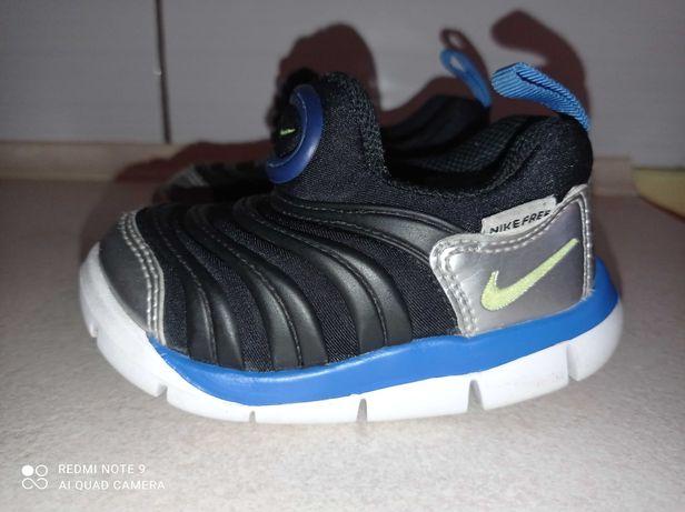 Buciki Nike dla chłopca rozm 21.
