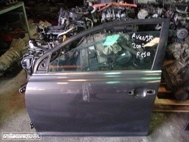 Porta Toyota Avensis frente esquerda