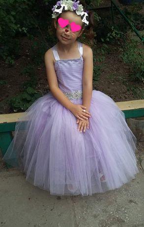 Нарядное платье 5-7лет