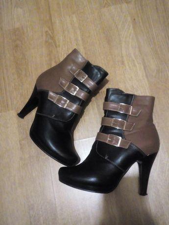Осінні ботинки на каблучку