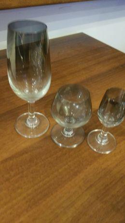 Kieliszki ze szkła metalizowanego