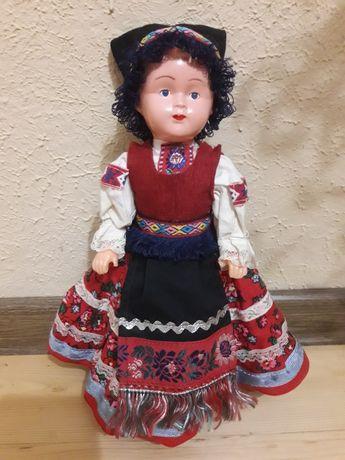Кукла в национальной одежде винтажная