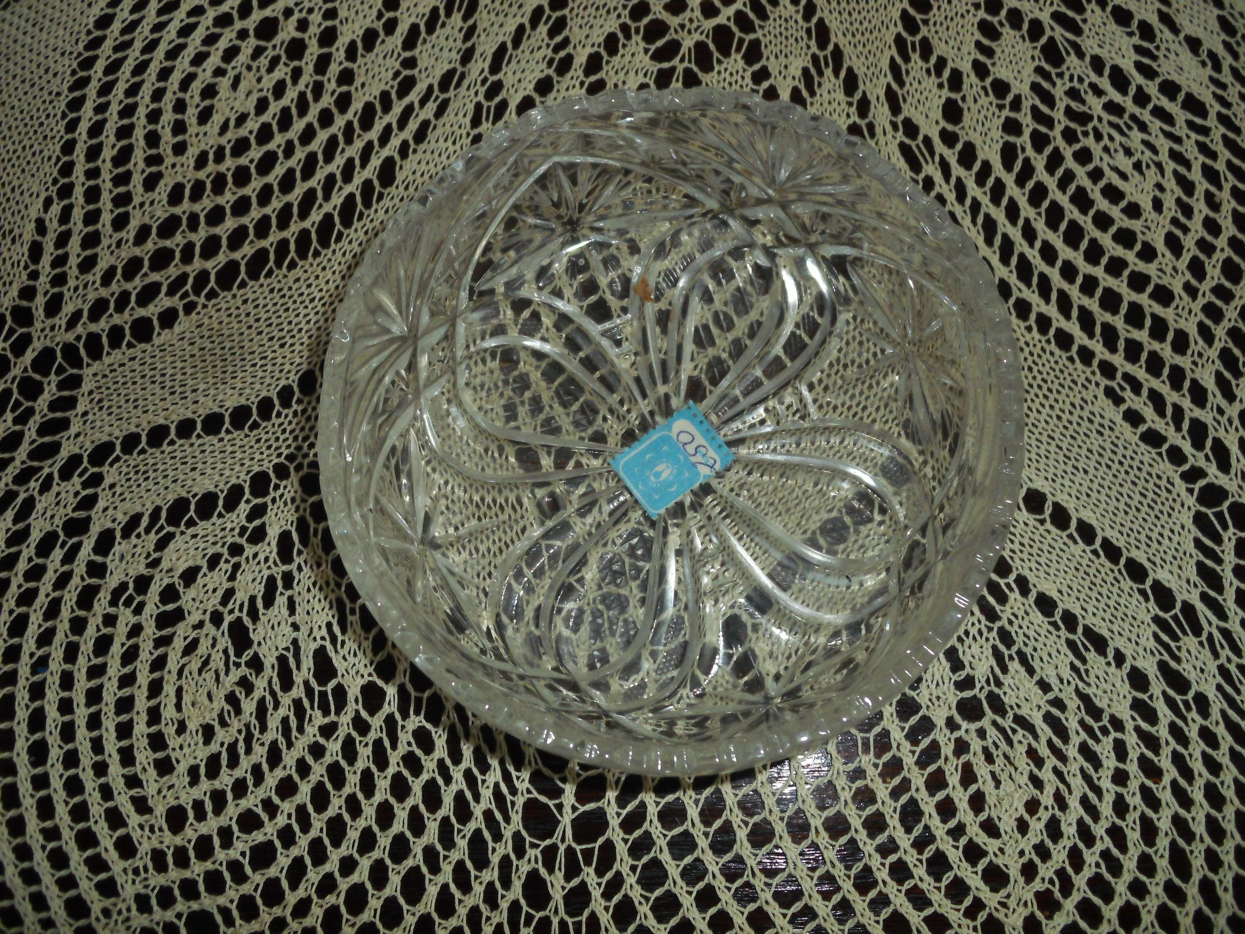 Kryształowe salaterki- nowe (12 szt).