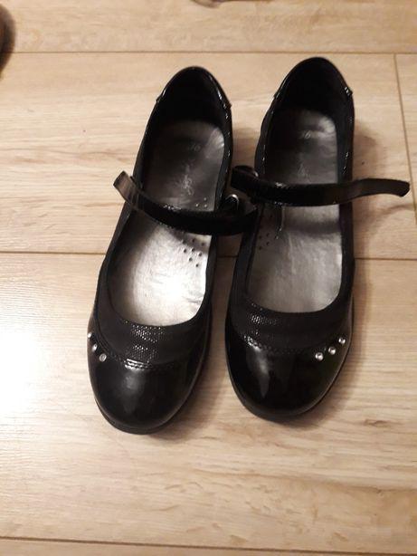 Pantofle czarne rozm. 36