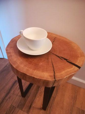 Stolik drewniany dębowy okrągły z żywicy, czarne nogi