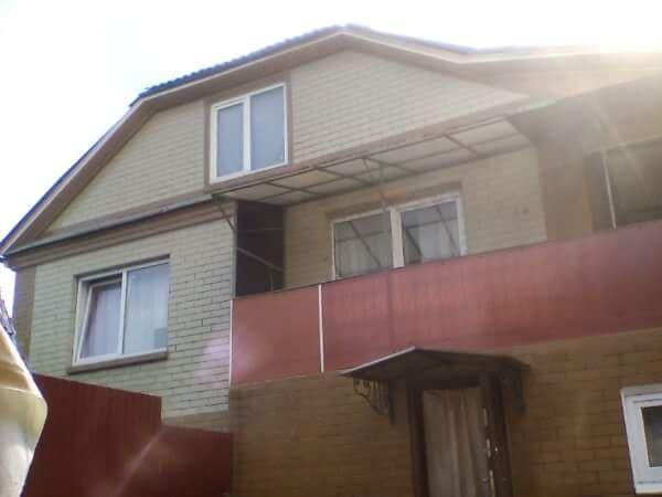 Продається будинок з усіма вигодами.