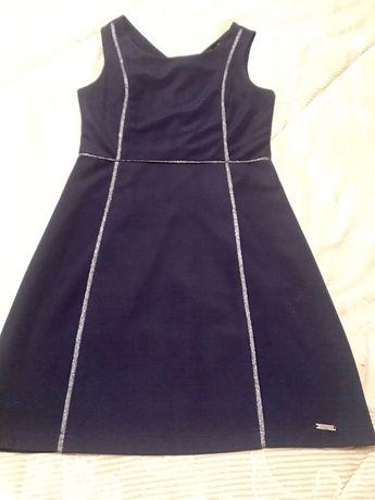 Vestido azul escuro com listas prateadas
