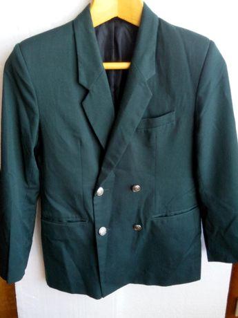 Школьный,темно-зеленый пиджак.На мальчика 11-12 лет.