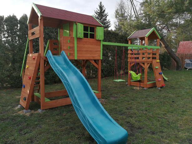 Plac zabaw, domek dla dzieci, huśtawka, wieżyczka, meble ogrodowe.