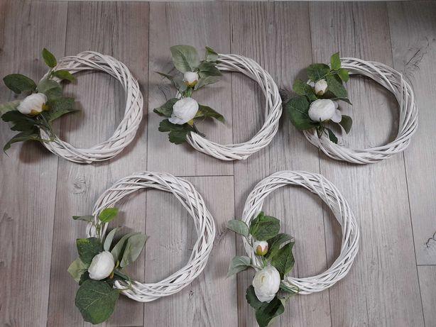 Białe wianki ślubne