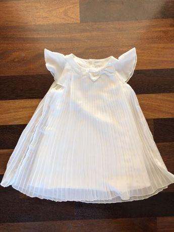 M&S piękna plisowana kremowa suknia 2-3 lata