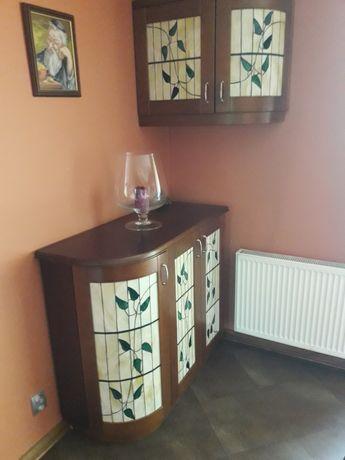 meble do jadalni: 2 szafki witrażowe, stół rozkładany, 6 krzeseł