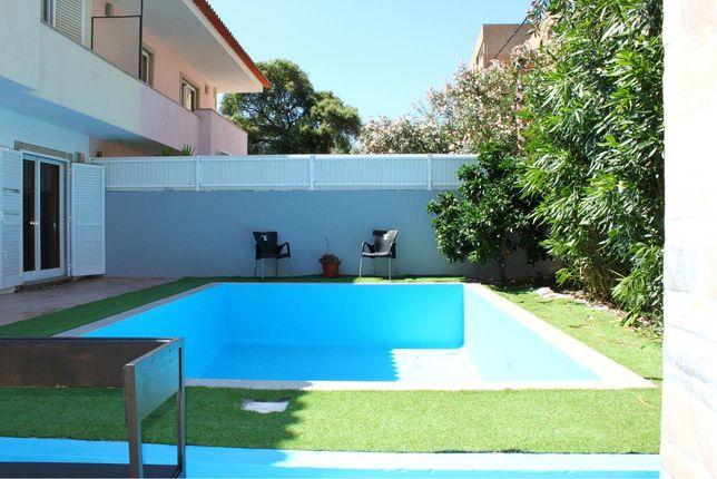 Moradia c/ piscina e 220 m2, reformada em Junho