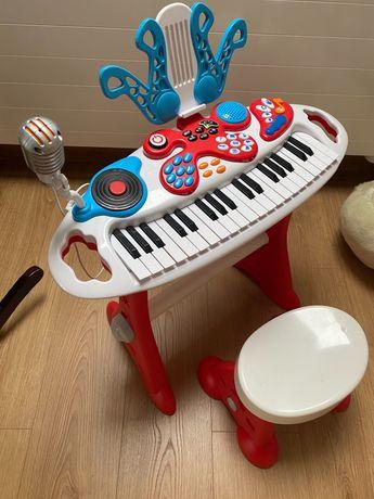 Keybord z krzesełkiem dla dziecka