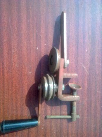 Устройство для выправления консервные крышки Машинка закаточная