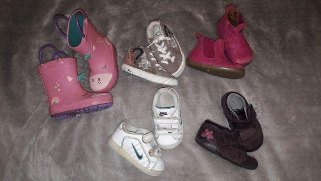 Набор весенней обувки на 19 размер
