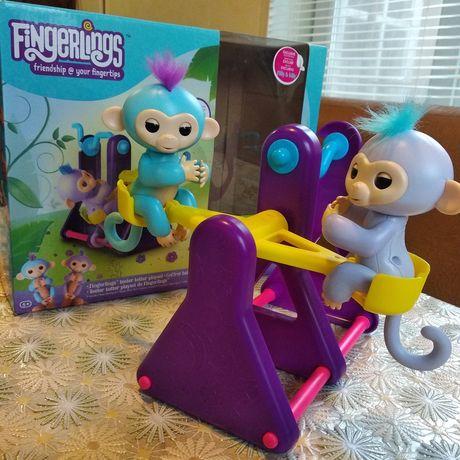 Две интерактивные обезьянки на качеле Fingerlings