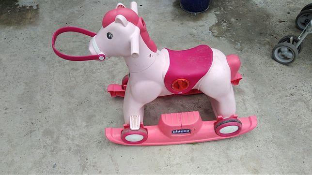 Лошадь - каталка Chicco