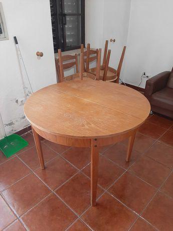 Mesa da madeira com 4 cadeiras