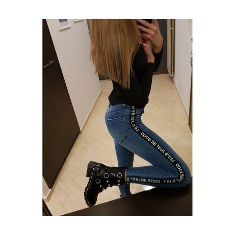 Spodnie jeansowe z lampasem stradivarius 34