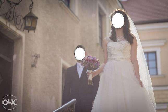Sprzedam suknie ślubną-model E-2725T -rozmiar 36/38 plus welon i buty