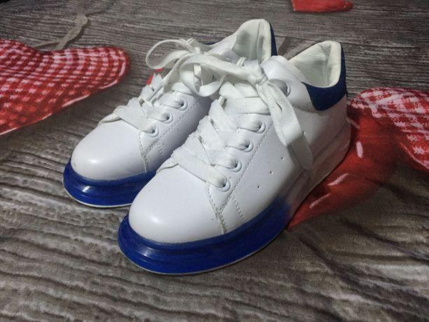 Buty sportowe biało niebieskie 38