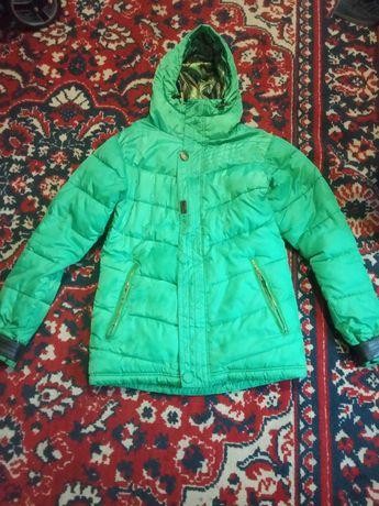 Продам зимнюю куртку женскую, размер - S, М (лыжная)